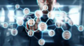L'homme d'affaires travaillant avec le réseau entre en contact avec des icônes photo libre de droits