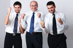 L'homme d'affaires trois célèbrent la réussite Photo libre de droits