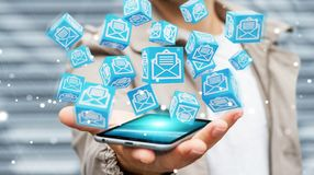 L'homme d'affaires utilisant le cube de flottement envoie le rendu 3D Photos stock