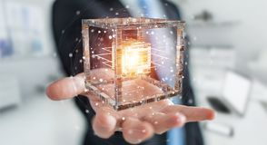 L'homme d'affaires utilisant le cube futuriste a donné au rendu une consistance rugueuse de l'objet 3D Images stock