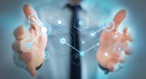 L'homme d'affaires utilisant les écrans numériques avec les données 3D d'hologrammes rendent Images stock