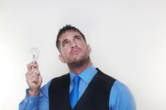 L'homme d'affaires utilisant une chemise et le lien dans une taille enduisent Photos stock
