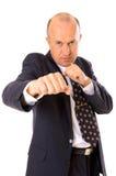 L'homme d'affaires veulent combattre avec son concurrent photographie stock