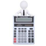 l'homme 3d blanc dirige un doigt à une calculatrice Photos libres de droits