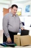 L'homme d'une cinquantaine d'années de poids excessif a obtenu un nouveau travail dans le bureau Image stock
