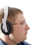 L'homme dans des écouteurs. Images libres de droits