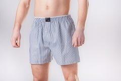L'homme dans des shorts confortables Photos libres de droits