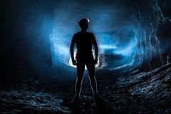 L'homme dans la caverne Photographie stock libre de droits
