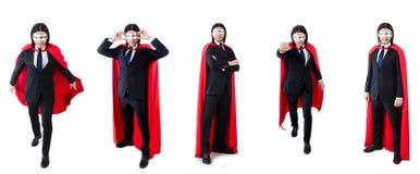 L'homme dans la couverture rouge d'isolement sur le blanc Images stock