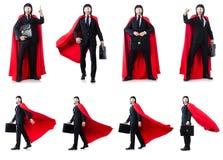 L'homme dans la couverture rouge d'isolement sur le blanc Photos libres de droits