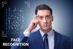 L'homme dans le concept de reconnaissance des visages photos libres de droits