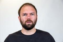 L'homme dans mi 30s pose pour le portrait de studio Images libres de droits