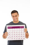 L'homme de sourire tient le calendrier en mai 2015 Photo libre de droits