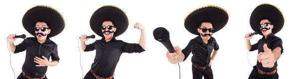 L'homme drôle utilisant le chapeau mexicain de sombrero d'isolement sur le blanc Photo stock