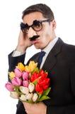 L'homme drôle avec des fleurs d'isolement sur le blanc Photos libres de droits