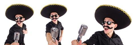 L'homme drôle utilisant le chapeau mexicain de sombrero d'isolement sur le blanc Image libre de droits