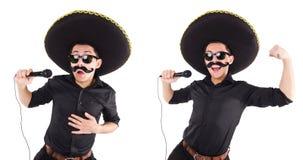 L'homme drôle utilisant le chapeau mexicain de sombrero d'isolement sur le blanc Photographie stock