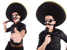 L'homme drôle utilisant le chapeau mexicain de sombrero d'isolement sur le blanc Photos libres de droits