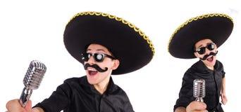 L'homme drôle utilisant le chapeau mexicain de sombrero d'isolement sur le blanc Photographie stock libre de droits