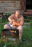 L'homme effectue l'incendie Photographie stock