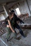 L'homme et la femme dans des vêtements militaires Image libre de droits
