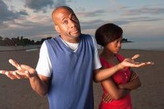 L'homme et la femme discutent Image stock
