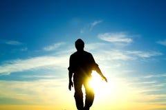 L'homme et le soleil Photographie stock libre de droits