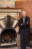L'homme et une cheminée Photographie stock