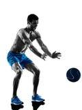 L'homme exerçant la forme physique pèse la silhouette Photographie stock