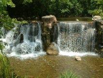 L'homme a fait la cascade Image stock