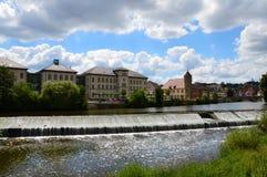 L'homme a fait la cascade sur la rivière de Kocher Image libre de droits