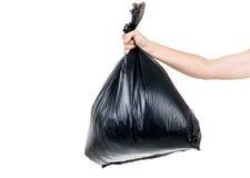 L'homme fort portent des déchets dans le sac pour éliminent image libre de droits
