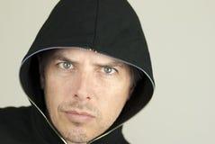 L'homme intense regarde à l'appareil-photo Photographie stock libre de droits