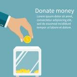 L'homme jette la pièce d'or dans une boîte pour des donations Pièce de monnaie à disposition Donat Photos libres de droits