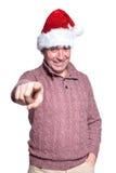 L'homme occasionnel mûr dans le chapeau de Santa dirige son doigt Image stock