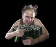 L'homme pompette heureux près de la bière vide cogne Photo libre de droits