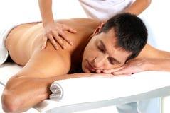 L'homme recevant le massage détendent le plan rapproché de demande de règlement Image libre de droits