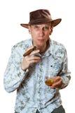 L'homme s'assied avec le cigare dans le chapeau Image libre de droits