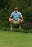 L'homme sautant avec joie Photographie stock libre de droits