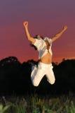 L'homme sautant pour la joie Images stock