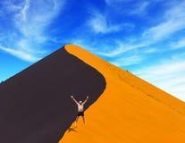 L'homme saute avec enthousiasme Photo libre de droits