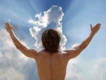 L'homme se réjouissent au ciel Photo stock