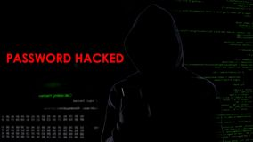 L'homme secret a entaillé le compte client de banque de mot de passe, attaque d'intimité, surveillance photographie stock