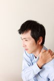 L'homme souffre du mal de cou Image stock