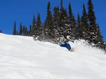 L'homme sur un surf des neiges Image libre de droits