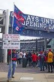 L'homme tient des signes au champ progressif la journée 'portes ouvertes' à Cleveland, Ohio, Etats-Unis Photographie stock