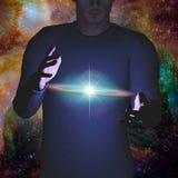 L'homme tient la galaxie Photos stock