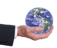 L'homme tient le monde, la terre Les Amériques importantes Image libre de droits