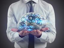 L'homme tient un cerveau avec des vitesses à l'intérieur sur ses mains rendu 3d Photographie stock