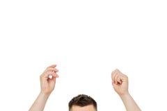 L'homme tient un plat blanc L'espace vide pour le texte ou le message Photos stock